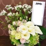 アレンジメント 15000円(税別)~ 季節により使用花材は異なります